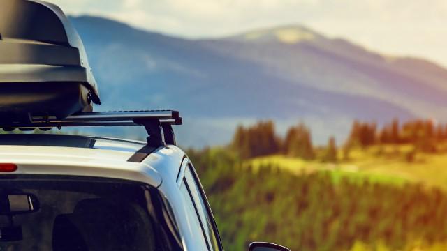 Kas ir svarīgi, pārvadājot bagāžu uz jumta vai automobiļa aizmugurē?